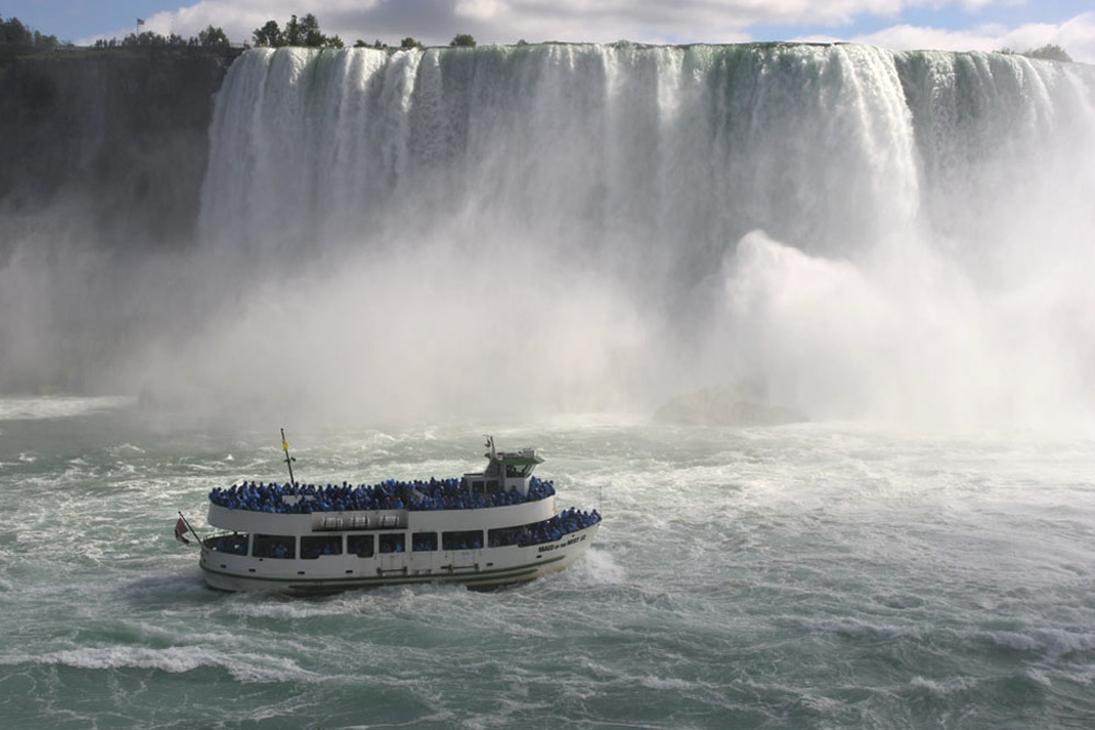 <div style='text-align: center;'>Niagara Falls &quot;Maid of the mist&quot; (Kanada 2005)</div>